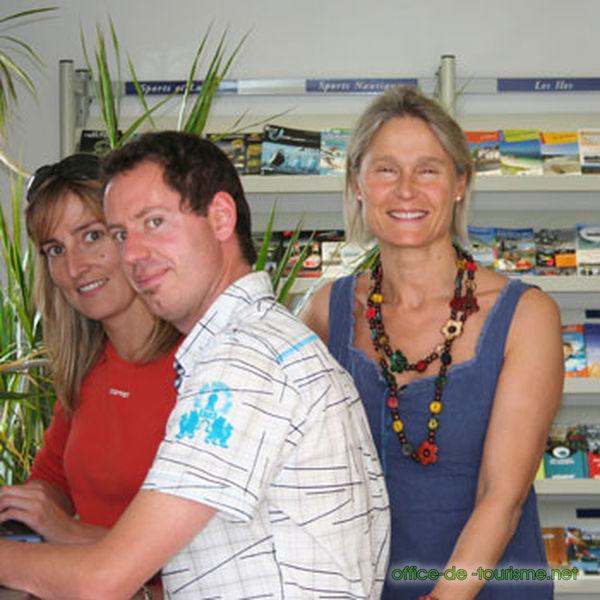 Photo de l 39 quipe de l 39 office de tourisme de plouharnel plouharnel en baie de quiberon morbihan - Office de tourisme de quiberon ...